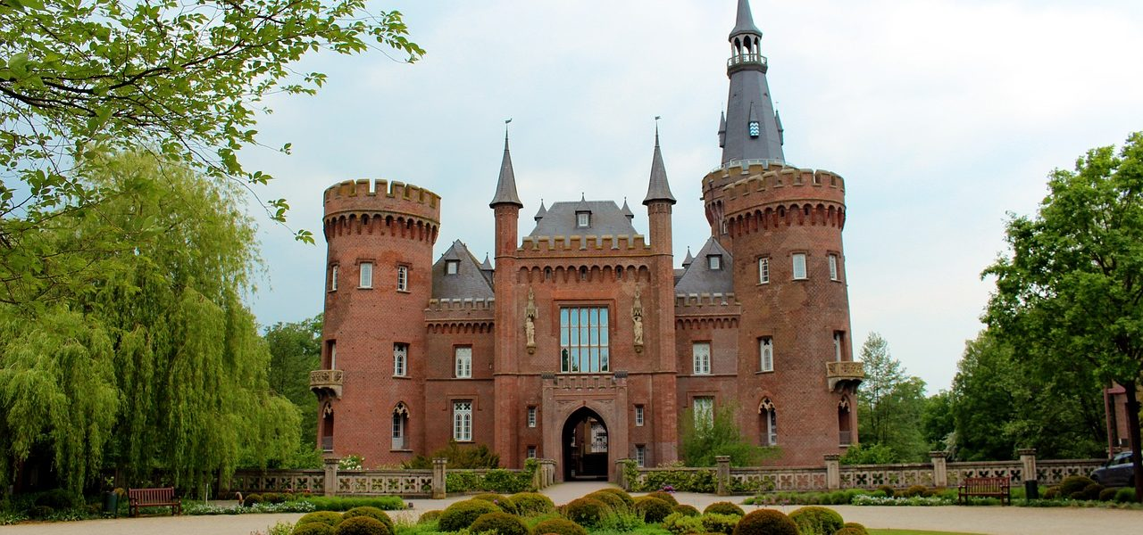 Schloss Moyland Castle Architecture  - reginasphotos / Pixabay